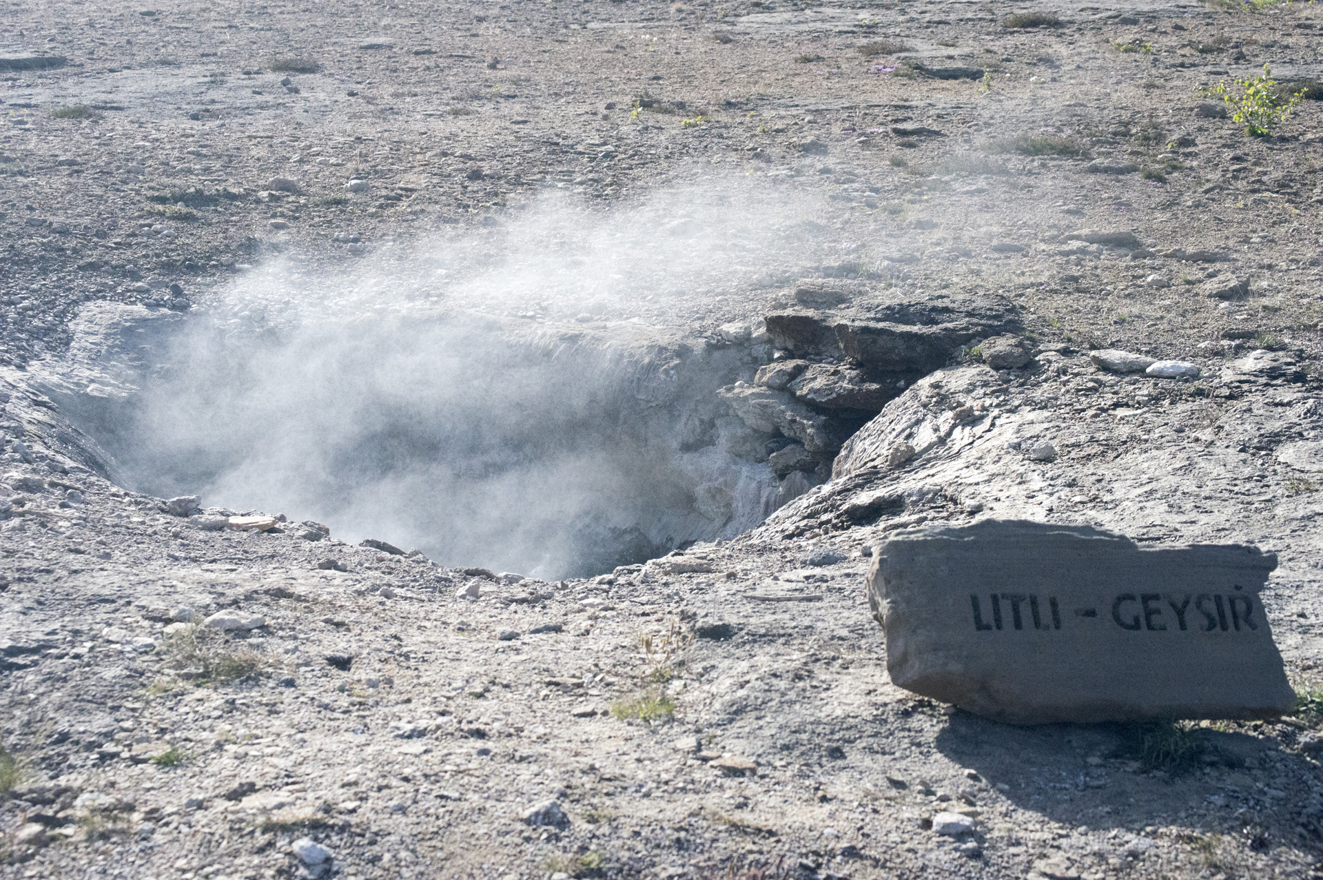 Litli Geysir (Little Geyser) in the Geysir Hot Spring Area in the Haukadalur Valley, Iceland.